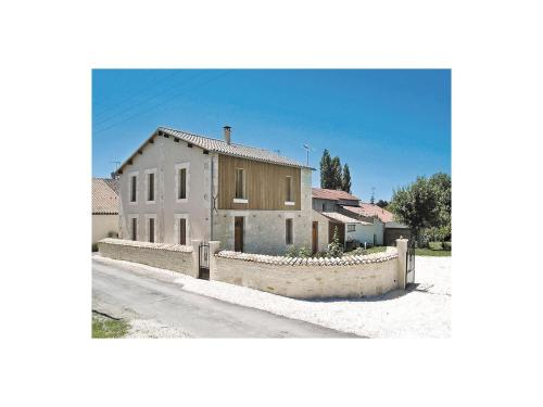 Holiday Home St. Sigismond Bis, Rue Du Louche Four : Guest accommodation near Damvix
