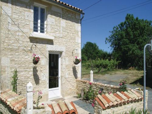 Holiday Home St. Sigismond Rue Du Louche Du Four : Guest accommodation near Damvix