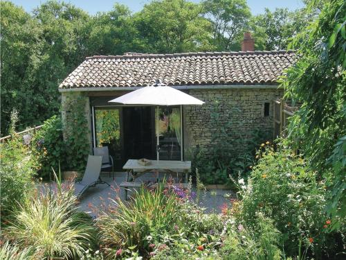 Holiday Home St.Radegonde Des Noyer : Guest accommodation near Marans