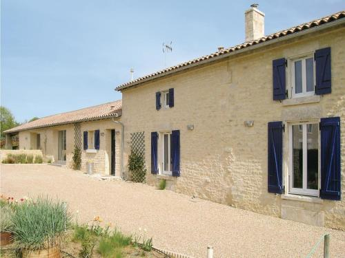 Holiday home Rue du Poué qui Bouille L-864 : Guest accommodation near Puihardy