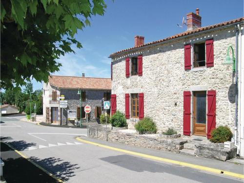 Holiday Home St Avaugourd des Lande with a Fireplace 06 : Guest accommodation near La Roche-sur-Yon