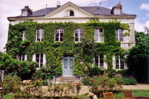 Chambres d'hotes Autour de la Rose : Bed and Breakfast near La Rivière-Saint-Sauveur