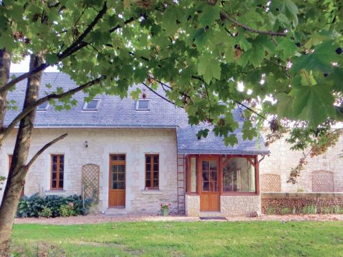 Holiday home Neuillé with a Fireplace 441 : Guest accommodation near Longué-Jumelles