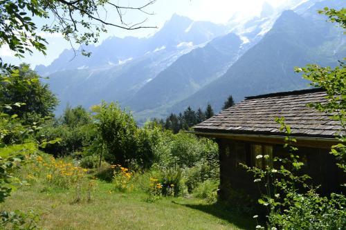 Chalet Les Soldanelles : Guest accommodation near Les Houches