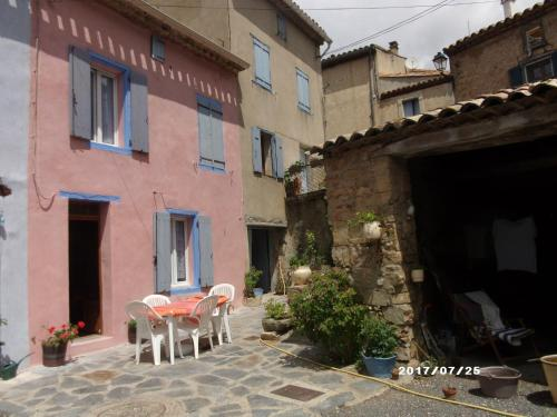 maison de village : Guest accommodation near Dernacueillette