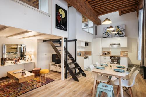 DIFY Bear & Co - Hotel de Ville : Apartment near Lyon 1er Arrondissement