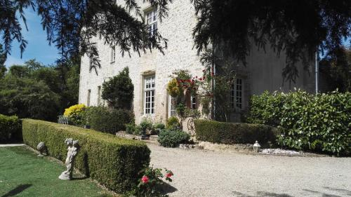 The Priory : Bed and Breakfast near Luzay