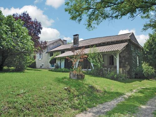 Holiday Home La Grange Des Filles : Guest accommodation near Mensignac