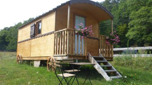 Roulottes Django et Bella : Bed and Breakfast near Hattstatt