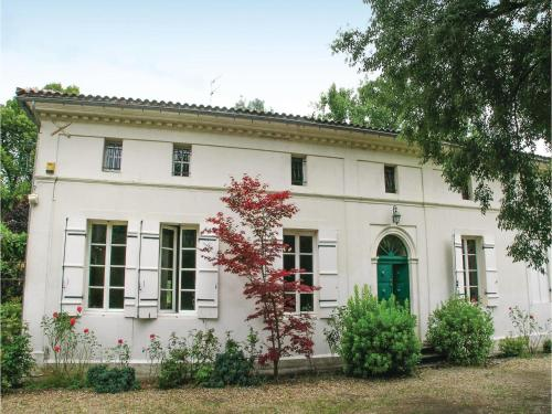 Holiday Home St Medard De Mussidan Rue De Piquenat : Guest accommodation near Saint-Martin-l'Astier