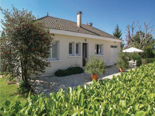 Three-Bedroom Holiday Home in Plazac : Guest accommodation near Plazac