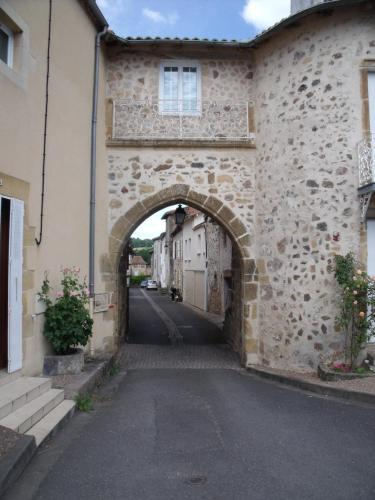 The Old Fortification : Bed and Breakfast near Nérignac