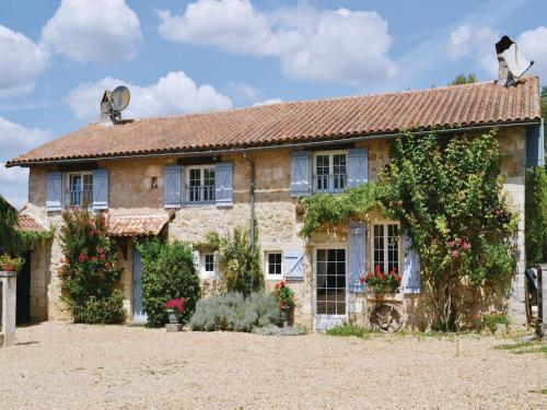 Holiday home La Chapelle Faucher : Guest accommodation near Sorges