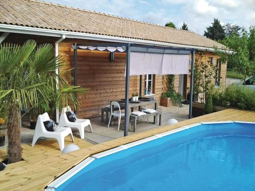 Holiday Home Le Bois de L'Etang - 05 : Guest accommodation near Saint-Christophe-de-Double
