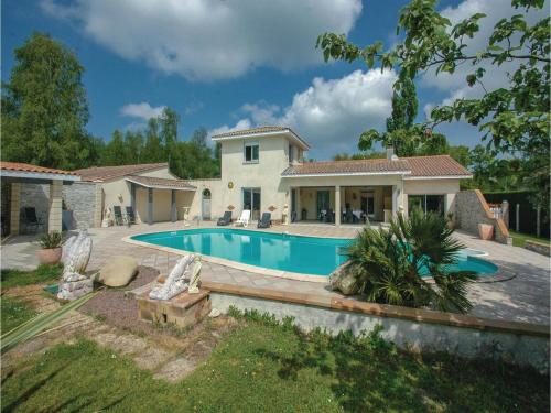 Holiday home Route de Grand Lesque : Guest accommodation near Queyrac