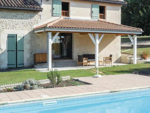 Holiday Home La Grande Jeanne : Guest accommodation near Loupiac-de-la-Réole