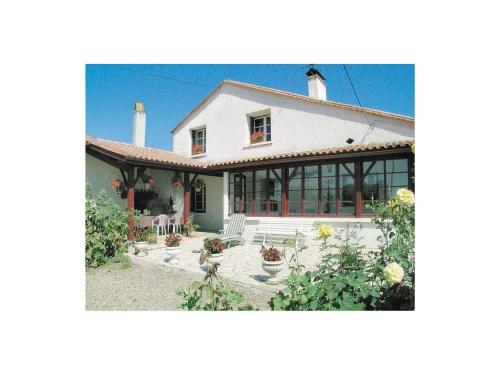 Holiday home Lieu Dit Blanchet L-652 : Guest accommodation near Flaujagues