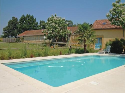 Holiday Home Domaine Tournesol : Guest accommodation near Latrille