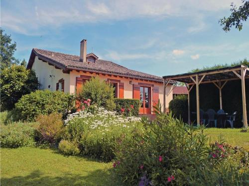 Holiday Home Le Vieux Pommier : Guest accommodation near Montauriol