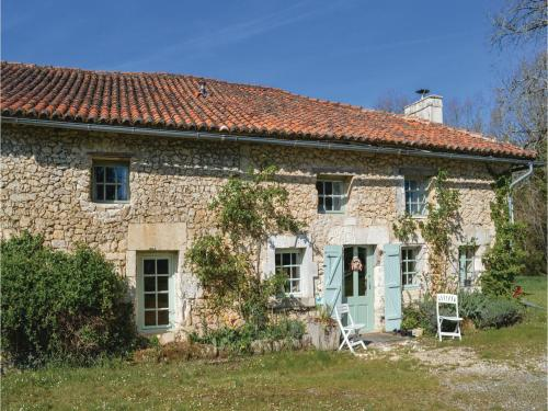 Three-Bedroom Holiday Home in St Fel. de Bourdeilles : Guest accommodation near Combiers