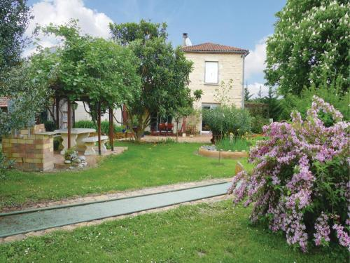 Holiday Home Les Marronniers : Guest accommodation near Lusignan-Petit