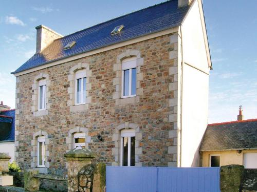 Holiday home Rue Des Plages : Guest accommodation near Louannec