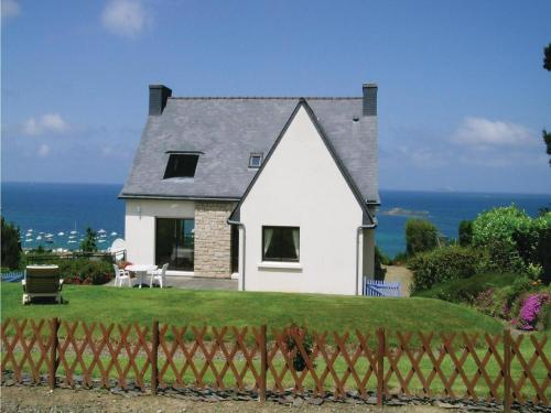Holiday home A Rue De Port L'Epine : Guest accommodation near Louannec