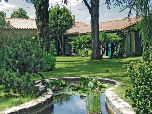 Holiday home Cezac : Guest accommodation near Civrac-de-Blaye