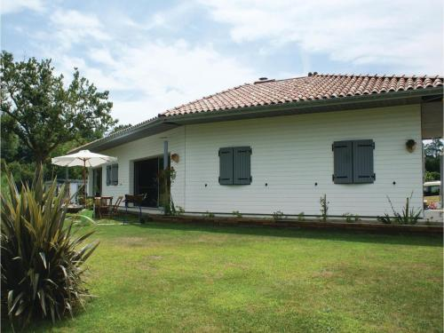 Four-Bedroom Holiday Home in Charritte de Bas : Guest accommodation near Rivehaute