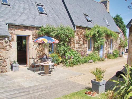 Holiday home Notre Dame de Cenilly O-687 : Guest accommodation near Trédrez-Locquémeau