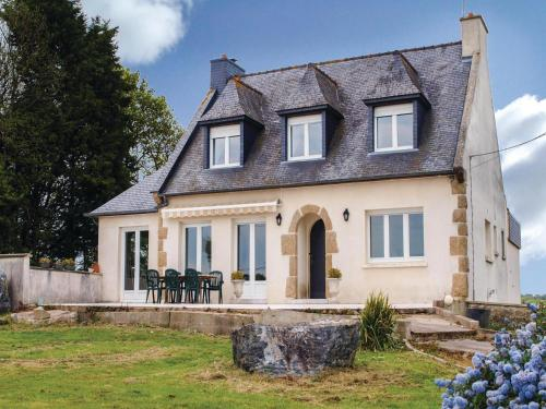 Holiday Home Pledran with Fireplace I : Guest accommodation near Yffiniac