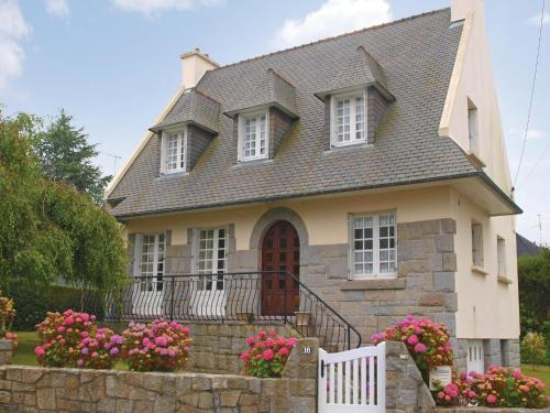 Four-Bedroom Holiday Home in Perros Guirec : Guest accommodation near Perros-Guirec