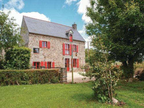 Three-Bedroom Holiday Home in Pleudihen sur Rance : Guest accommodation near Miniac-Morvan