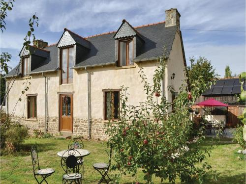Two-Bedroom Holiday Home in Coetlogon : Guest accommodation near Trémorel