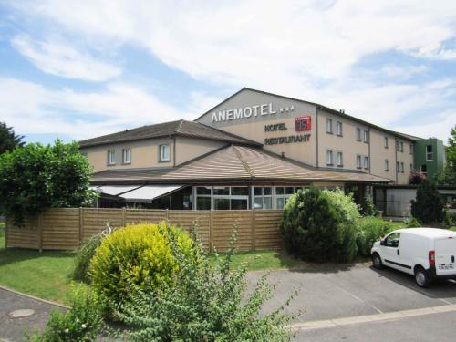 Kyriad Clermont Ferrand Nord - Riom : Hotel near Ménétrol