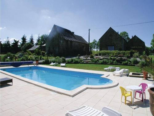 Holiday home Thourie 93 with Outdoor Swimmingpool : Guest accommodation near La Dominelais