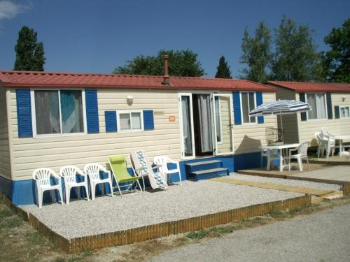 Mobil Homes dans Camping Tohapi : Guest accommodation near Sigean