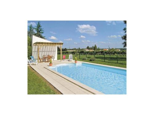 Holiday Home St Andre De Lidon Route De Cognac : Guest accommodation near Jazennes
