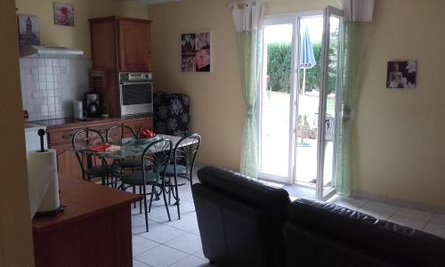 Joli T1 lumineux avec terrasse et jardin privatif : Apartment near Tarbes