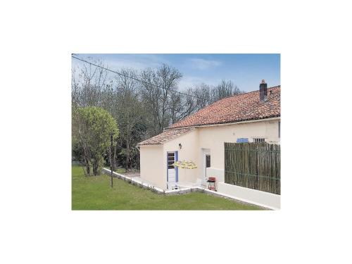 Holiday Home Riverside Cottage : Guest accommodation near Blanzay-sur-Boutonne