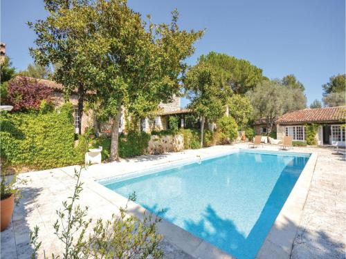 Six-Bedroom Holiday Home in Le Rouret : Guest accommodation near Opio