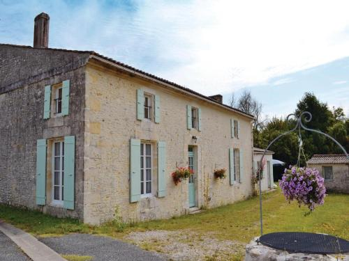Holiday Home St Andre Lidon Rue Des Anciens Queureux : Guest accommodation near Saint-André-de-Lidon