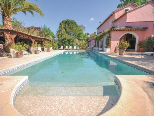 Eight-Bedroom Holiday Home in Plascassier : Guest accommodation near Valbonne