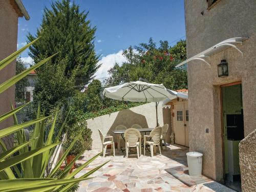 Apartment La Trinite 29 with Outdoor Swimmingpool : Apartment near Drap