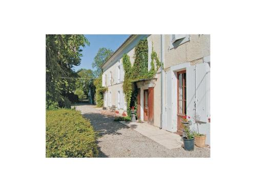 Holiday Home Cresse Chagnolet : Guest accommodation near Brie-sous-Matha