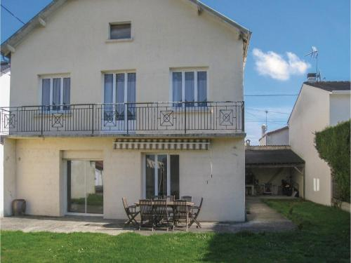 Five-Bedroom Holiday Home in St Jean d'Angely : Guest accommodation near Saint-Jean-d'Angély