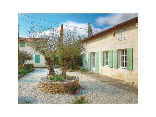 Holiday Home Rioux Rue Chez Chabot : Guest accommodation near Tanzac