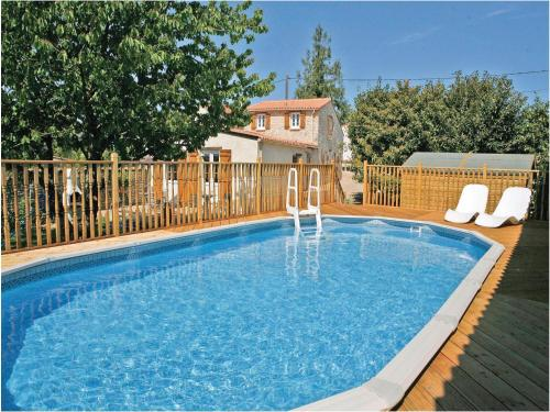 Holiday Home La Touche : Guest accommodation near Bazauges