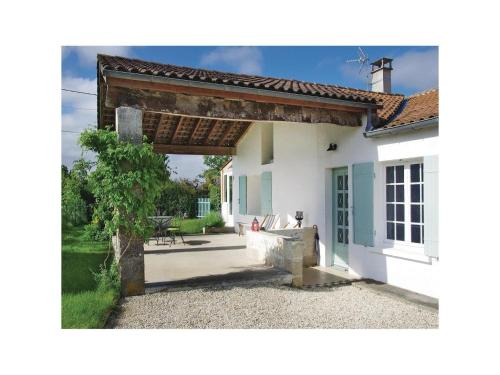 Holiday Home St Fort sur Gironde I : Guest accommodation near Saint-Palais-de-Phiolin