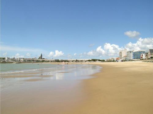 One-Bedroom Apartment in Royan : Apartment near Royan